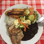 Casado con filet de pescado y un lado de platanos maduros! yummmmy! Casado with fish filet and a