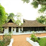 Presidential River-front Retreat - 180 years' old heritage wooden mansion