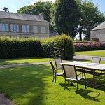 jardin et table à disposition des voyageurs