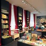 Der International Bookshop bietet Bücher in 11 Sprachen an: Romane, Sachbücher und Kinderbücher
