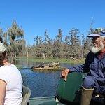 Norbert Leblanc à la barre, alligator au soleil