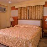 Hotel Las Olas Beach Resort Photo