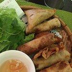 Assiette gourmande : nem thaï, nem porc, nem crevette, beignet crevette, samosa