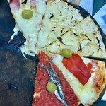 Fugazza y pizza de anchoas