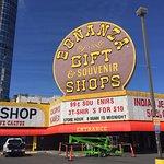 Photo de Bonanza Gifts (World's Largest Gift Shop)