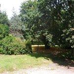 Parking privé  et jardin de l'hôtel de Kerlon bretagne