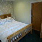 Minimorn - bedroom with kingsize bed and ensuite shower room