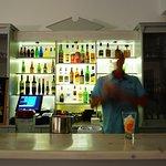 Foto de Akrotiri Hotel