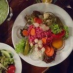 Espectacular restaurante con comida típica de la zona y buen servicio. Frankfurt platte , apfelw