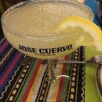Margaritas insuperables! No puedes venir a Estepona y no visitarlo. Nachos soberbios! Fajitas es
