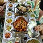 토종닭 백숙, 닭도리탕, 파전, 묵무침