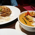 Pad Thai and red Thai curry INSTA: aylaeats