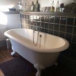 superbe baignoire et lavabo antique