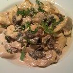 Tortellini aux morilles, ail, crème et huile d'olive