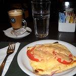 """Unexquisito café """"uruguayo"""" y un rico sandwich """"napolitano"""""""