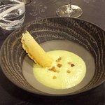 Diner : Mise en bouche : velouté d'asperges et tuile de parmesan