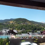 Vue du balcon sur pisicne ,agréable le matin vue sur toute la montagne