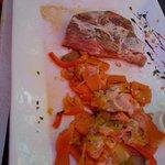 tranche de gigot d'agneau et ses légumes provençaux sauce à l'ail , pardon assiette entamée