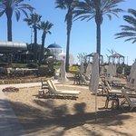 Foto de Constantinou Bros Pioneer Beach Hotel