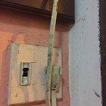 Pousada horrível, banheiros velhos , mal cuidados , vidro da janela quebrado e com cortina para
