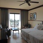 Cama gigantesca, sofa y dos mesas y ¡terraza con vistas!