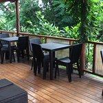 Esta es la terraza junto al desayunador.