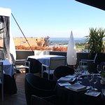 Este Rte. Cuenta con un gran comedor en terrazas con buenas vistas. Es acogedor aunque sus sillo