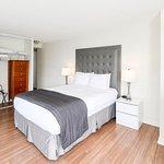 2 Bedroom 2 Bathroom Presidential Suite - Master Bedroom (with Simmons Beautyrest Queen Size Bed
