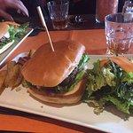 Burger du comptoir et burger latino, délicieux