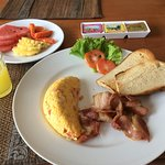 Omelet with bacon and toast with fruit