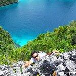 Ini kunjungan pertama saya ke Pulau Wayag. Foto ini di ambil dari puncak dari sisi barat