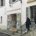 Musee de Montmartre: entry from street