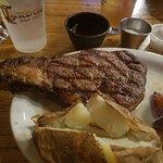 Foto de Lardo's Grill & Saloon