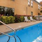 Foto de SureStay Plus by Best Western Tarboro Hotel