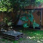 Espacio en el jardín junto a la parilla