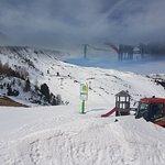 Ausblick von der Bergstation auf die Skipiste