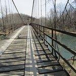 Foto de Swinging Bridge