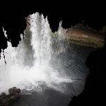 Hinter dem oberen Wasserfall