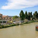 Restaurant avec sa terrasse longeant le canal...quel bonheur !
