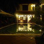 Photo de The Earth Villa