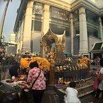 Erawan Shrine (Thao Mahaprom Shrine) Foto