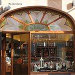 Tienda situada en Almansa calle Aniceto Coloma, 18
