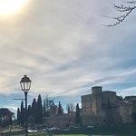 Chateau de lourmarin vu du village