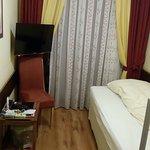 Jednolůžkový pokoj (1/2) / 1-person room