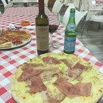 E ido a comer l auténtica pizza italiana. Una ensaladas de fábula trato exquisito pizza fabulosa