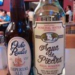 Cerveza artesanal y agua mineral adicionales en cada mesa