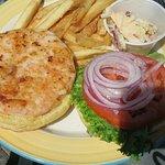 Interessant: Der Shrimpburger - reichlich Shrimpschwänze zu einem Hamburger geformt