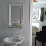 Room1 en-suite bathroom