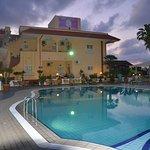 Photo of Damanse Hotel
