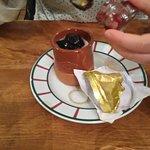 yaourt de brebis et confiture de cerises noires